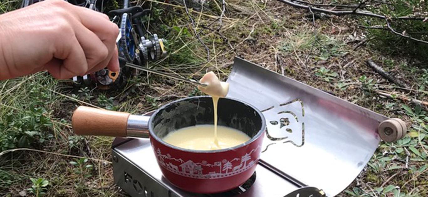 Fouclette réchaud tout en un fait une fondue aux fromages en plein air