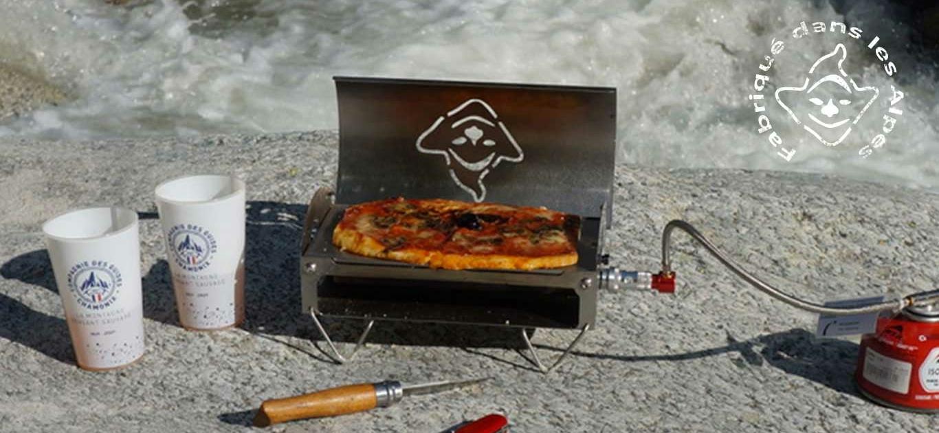 Une pizza réchauffée au four du Fouclette, le réchaud nomade, en montagne en randonnée